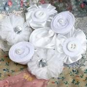 Мини-цветы из ткани Белые